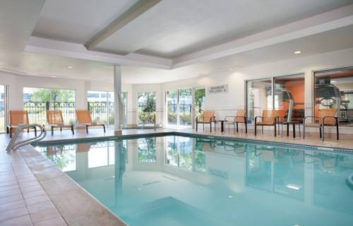 Courtyard by Marriott San Francisco Airport pool 2