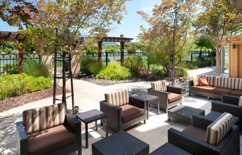 Courtyard by Marriott San Francisco Airport patio 2