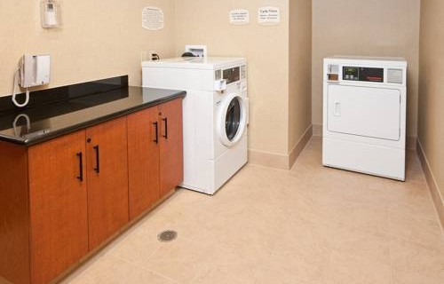 fairfield-inn-suites-by-marriott-sfo-airport-millbrae-laundry