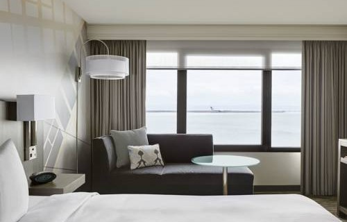 san-francisco-airport-marriott-waterfront-bedroom-3