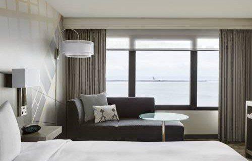 san-francisco-airport-marriott-waterfront-bedroom-3