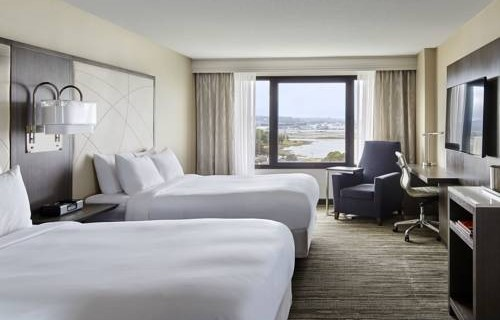 san-francisco-airport-marriott-waterfront-bedroom