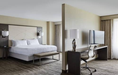 san-francisco-airport-marriott-waterfront-bedroom-suite-