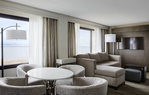 san-francisco-airport-marriott-waterfront-bedroom-suite