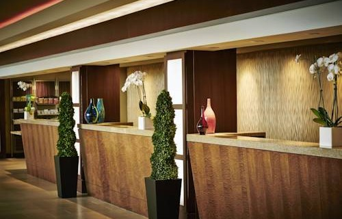san-francisco-airport-marriott-waterfront-front-desk