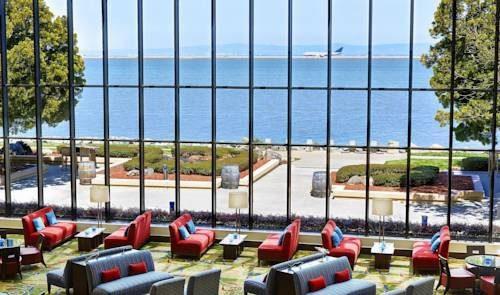 san-francisco-airport-marriott-waterfront-lobby